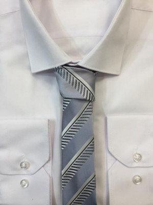 Sivá vzorovaná kravata 51
